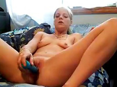 Master-class amateur of how to rape your pussy when you are alone